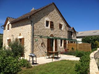 Bright 2 bedroom Gite in La Malene with Internet Access - La Malene vacation rentals