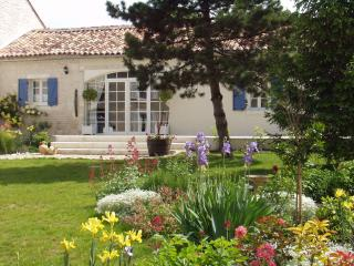 Affordable luxury only 10 mins from Cognac - L'Ancienne DistillerieHennessy - Cognac vacation rentals