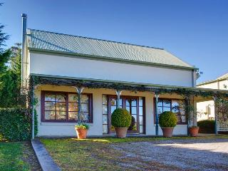 Perfect Bed and Breakfast with A/C and Television in New South Wales - New South Wales vacation rentals