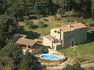 Amazing restored Manor, 40 guests 17BR, 15BA, Pool - Camos vacation rentals