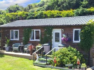 THE LOG CABIN, romantic, country holiday cottage, with a garden in Adforton, Ref 6749 - Adforton vacation rentals