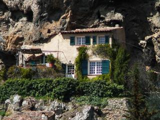 2 bedroom Cave house with Internet Access in Cotignac - Cotignac vacation rentals