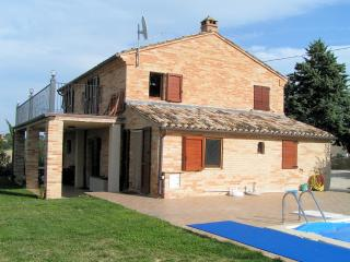 Charming Farmhouse Barn with Internet Access and Television - Montegiorgio vacation rentals