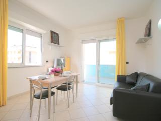 residence beach paradise Bilocale 6 Pax - Rimini vacation rentals