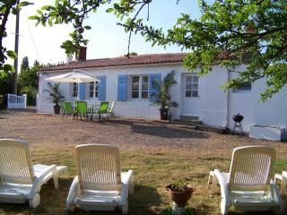 Beautiful 2 bedroom Farmhouse Barn in St Benoist-sur-Mer with Internet Access - St Benoist-sur-Mer vacation rentals