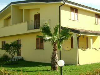 2 bedroom Apartment with A/C in Marina di Caulonia - Marina di Caulonia vacation rentals