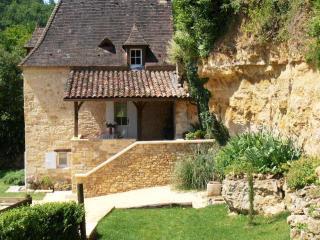 Cozy 3 bedroom Castelnaud-la-Chapelle Villa with Internet Access - Castelnaud-la-Chapelle vacation rentals