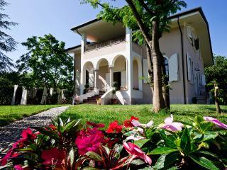 La Coralia bed & breakfast - Cinquale vacation rentals