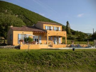 Villa Emmanuelle - private pool, gas BBQ, wifi - Banon vacation rentals