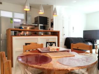 Design,Cosy,Beach, Quiet, Wifi, freeparking, clean - Saint-Hippolyte vacation rentals