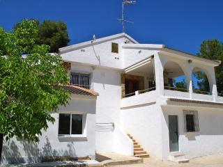 Cozy 3 bedroom Montroy Villa with Internet Access - Montroy vacation rentals