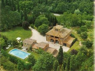 Secluded villa with private pool. 7 medrooms - Lucignano vacation rentals