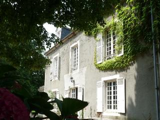 Romantic 1 bedroom Bed and Breakfast in Le Mans - Le Mans vacation rentals