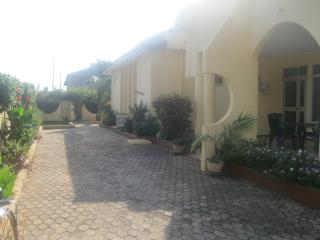 3 bed villa fully self contained with pool - Accra - Accra vacation rentals