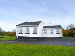 Beautiful Bungalow with Parking Space and Central Heating - Drumshanbo vacation rentals