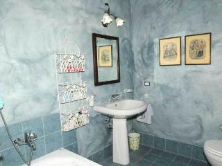 3 bedroom Farmhouse Barn with Hot Tub in Pucciarelli - Pucciarelli vacation rentals