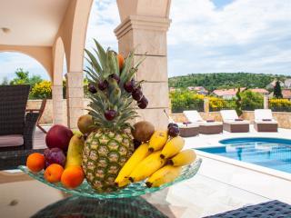 Lovely 4 bedroom Cavtat Villa with Internet Access - Cavtat vacation rentals