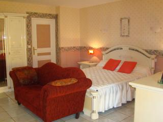 Nice 5 bedroom Guest house in Masleon with Internet Access - Masleon vacation rentals