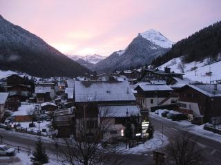 Central, sunny, modern apartment with one of the best views in Morzine - Morzine-Avoriaz vacation rentals