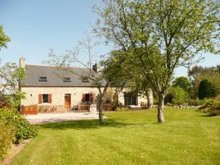 Nice Farmhouse Barn with Internet Access and Television - Begard vacation rentals