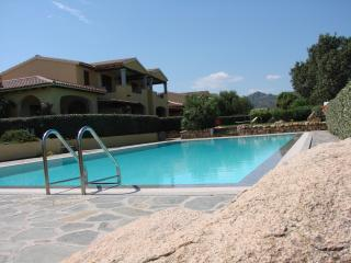 Cozy 2 bedroom Condo in San Teodoro with Garden - San Teodoro vacation rentals