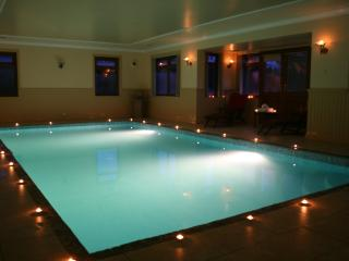 Luxury property with Indoor Pool. sleeps 15 Just  - 25 mins from Edinburgh - Bathgate vacation rentals