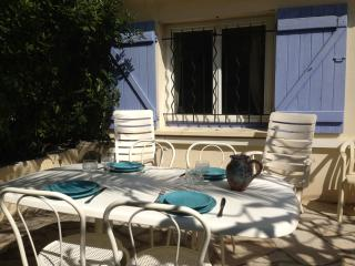 CANNES 2 Bedrooms  garden IDEAL LOCATION AC PARKIN - Le Cannet vacation rentals