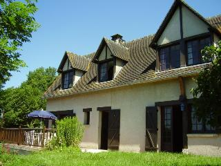4 bedroom House with Internet Access in Le Bec-Hellouin - Le Bec-Hellouin vacation rentals