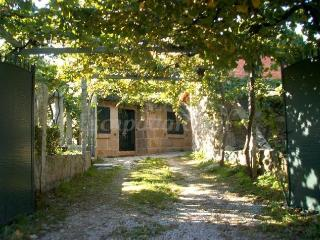 Beautiful Cottage in Cambados with Grill, sleeps 4 - Cambados vacation rentals