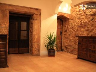 Gorgeous House with Internet Access and Television - Alburquerque vacation rentals