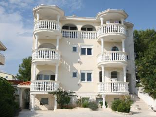 Perfect Condo with Internet Access and Dishwasher - Srima vacation rentals