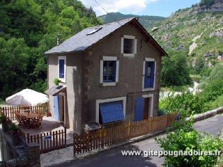 2 bedroom Gite with Internet Access in Sainte-Enimie - Sainte-Enimie vacation rentals