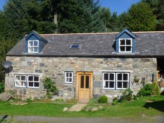 2 bedroom Cottage with Internet Access in Kirkmichael - Kirkmichael vacation rentals