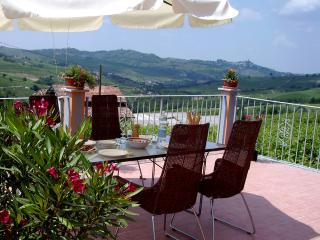 Villa I Due Padroni B&B with pool near Milan - Montecalvo Versiggia vacation rentals