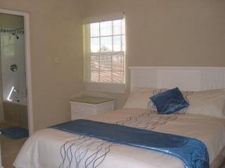Comfortable 2 bedroom Bottom Bay House with Deck - Bottom Bay vacation rentals