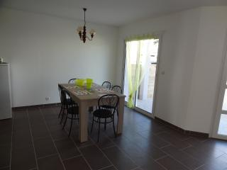 Nice 2 bedroom Brehal House with Dishwasher - Brehal vacation rentals