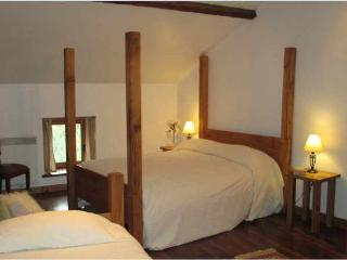 Nice 1 bedroom Gite in Lathus-Saint-Remy - Lathus-Saint-Remy vacation rentals
