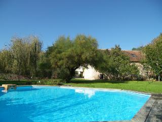 3 bedroom Cottage with Satellite Or Cable TV in La Guerche - La Guerche vacation rentals