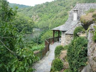 Charming 2 bedroom Cottage in Vieillevie - Vieillevie vacation rentals