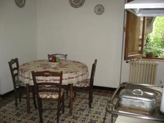 Romantic 1 bedroom Gubbio Apartment with Short Breaks Allowed - Gubbio vacation rentals