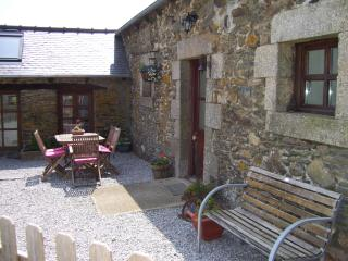 4 bedroom Cottage with Internet Access in Mur-de-Bretagne - Mur-de-Bretagne vacation rentals