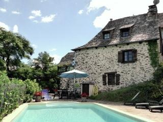 Comfortable 2 bedroom Cottage in Le Fel with Internet Access - Le Fel vacation rentals