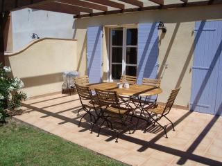 Cozy 3 bedroom House in La Mole with Dishwasher - La Mole vacation rentals