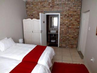 Lovely 3 bedroom Guest house in Kleinmond - Kleinmond vacation rentals