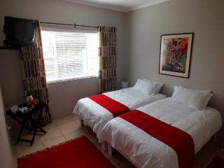 3 bedroom Guest house with Television in Kleinmond - Kleinmond vacation rentals
