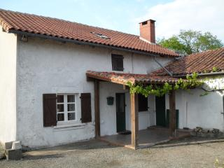 Comfortable 4 bedroom Rochechouart Farmhouse Barn with Boat Available - Rochechouart vacation rentals