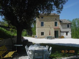 Cozy 3 bedroom Farmhouse Barn in Mogliano - Mogliano vacation rentals
