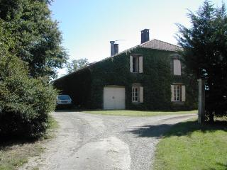 Nice House with Dishwasher and Kettle - Aignan vacation rentals