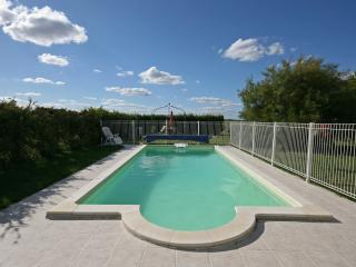 Spacious 4 bedroom Gite in Richelieu with Internet Access - Richelieu vacation rentals