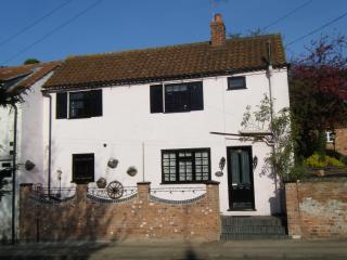Rosehip Period Cottage, Bingham,  Nottinghamshire - Bingham vacation rentals